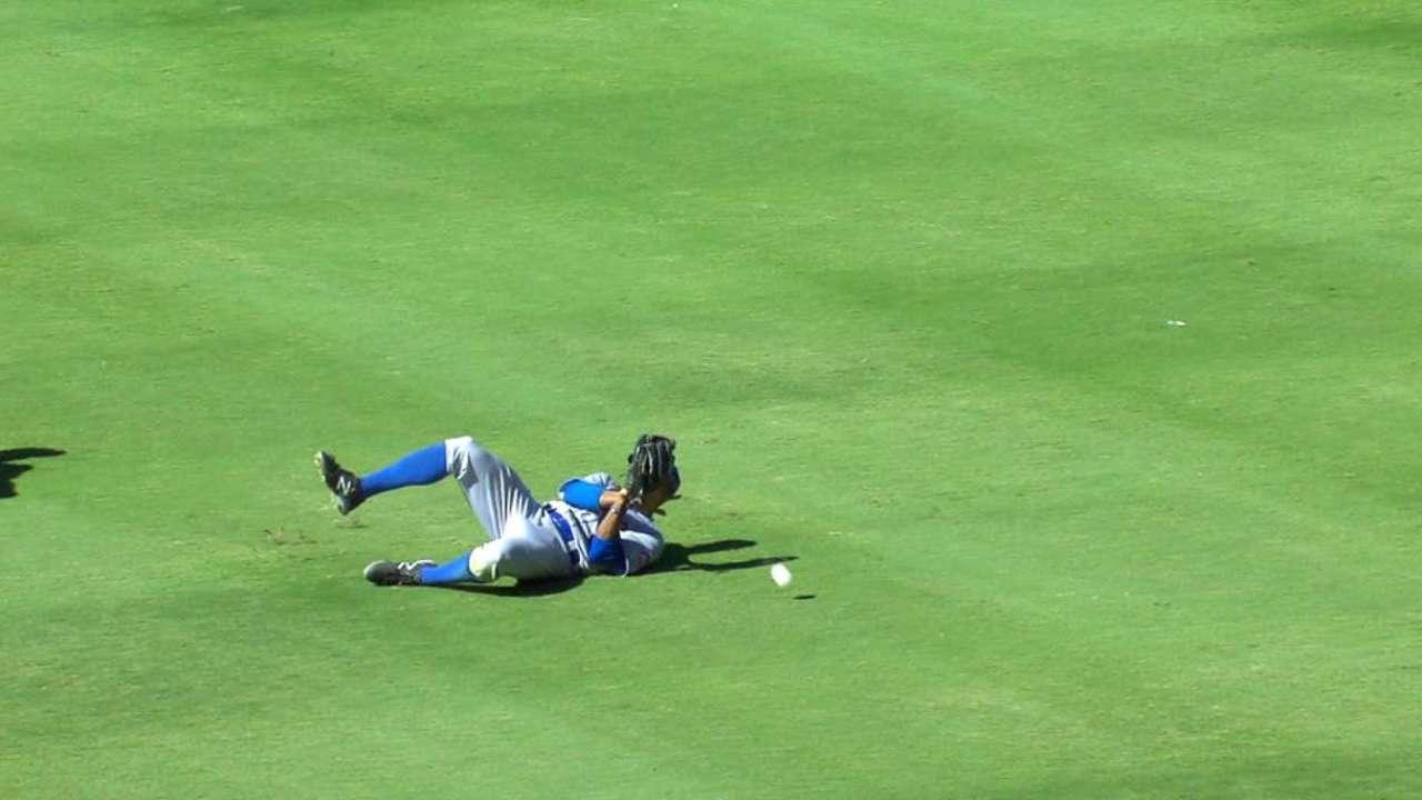Garcia's sun-aided two-run hit