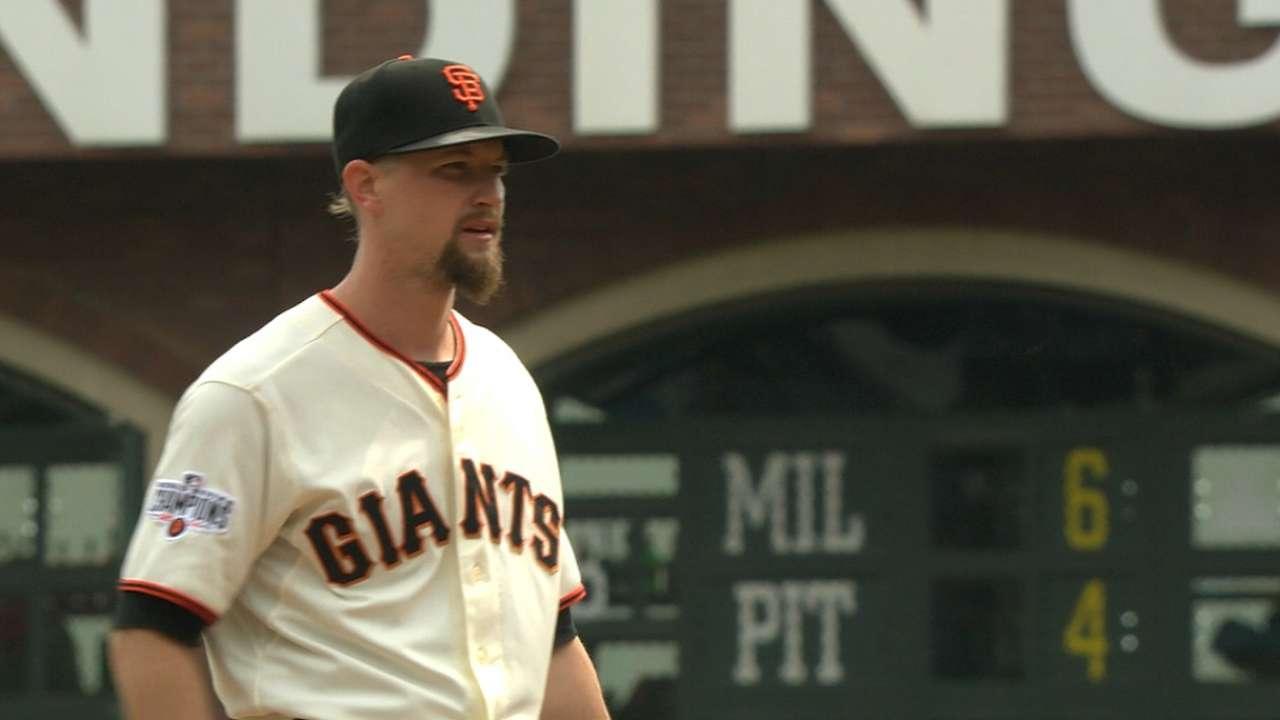 Leake's homer sends Giants to sweep