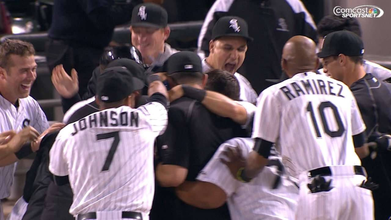 Melky walks off with White Sox winner in 14th