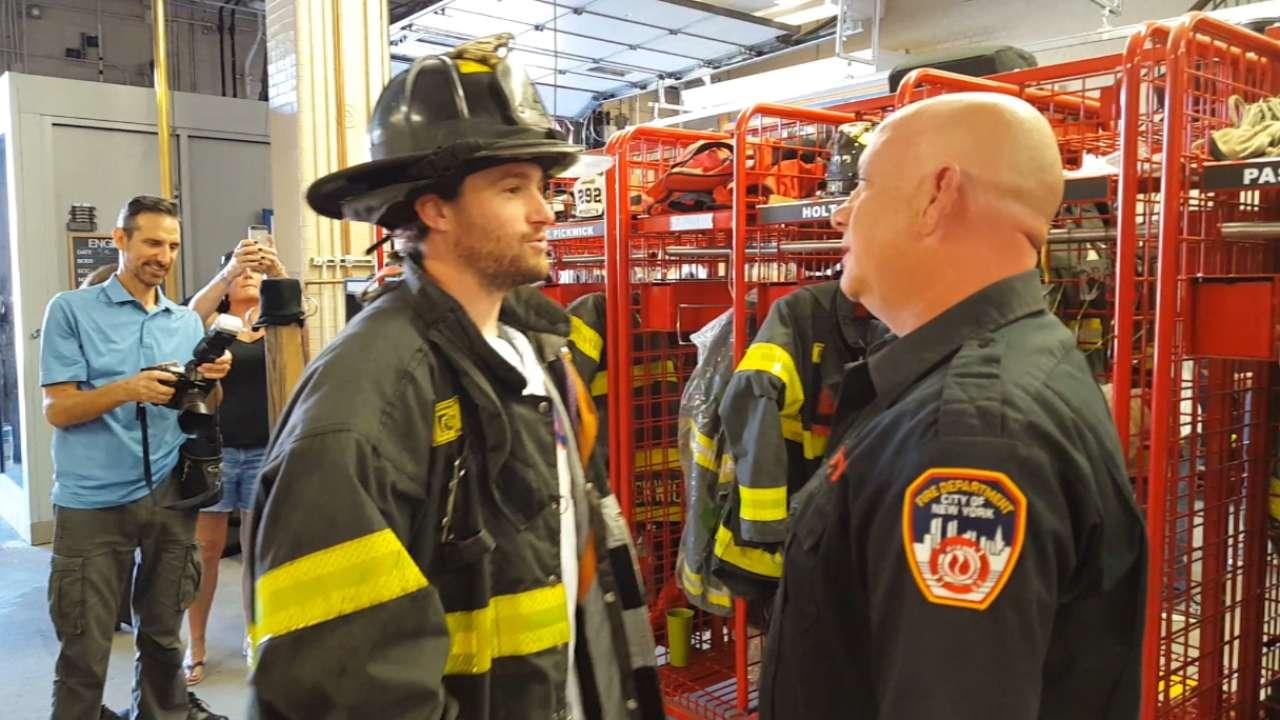Cuddyer, Mets honor 'true heroes' at firehouse