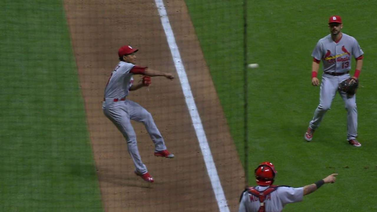 Martinez's 'crazy play' key to Cardinals' win