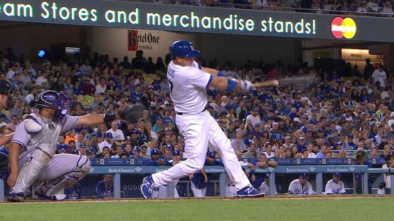 Alex Wood lanza pelota de un hit y Dodgers vencen a Rockies