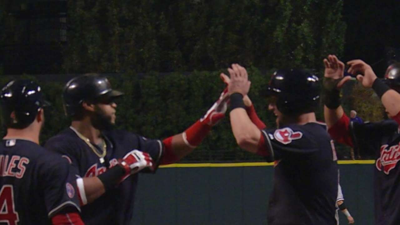 Indians slam Sale, White Sox to gain ground