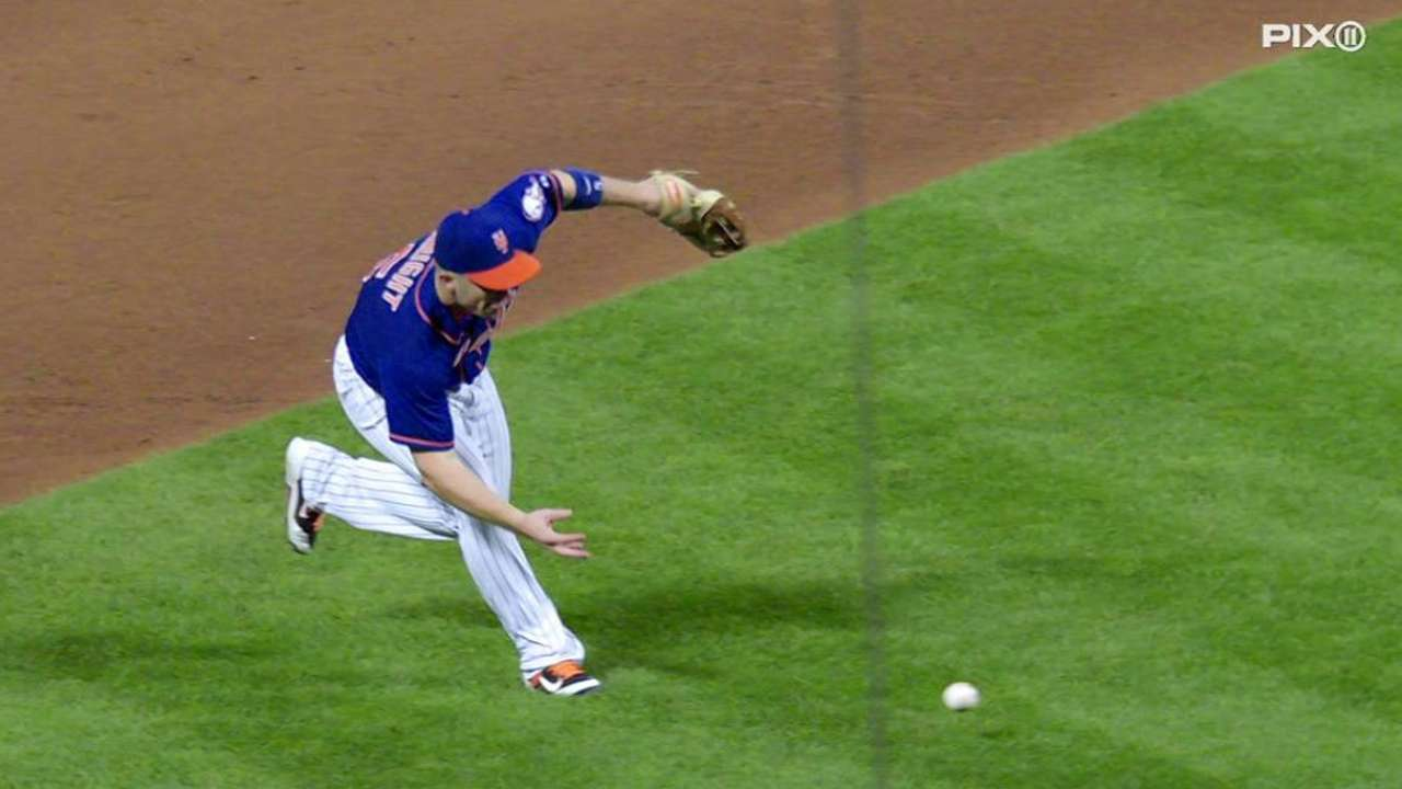 Wright's barehanded play