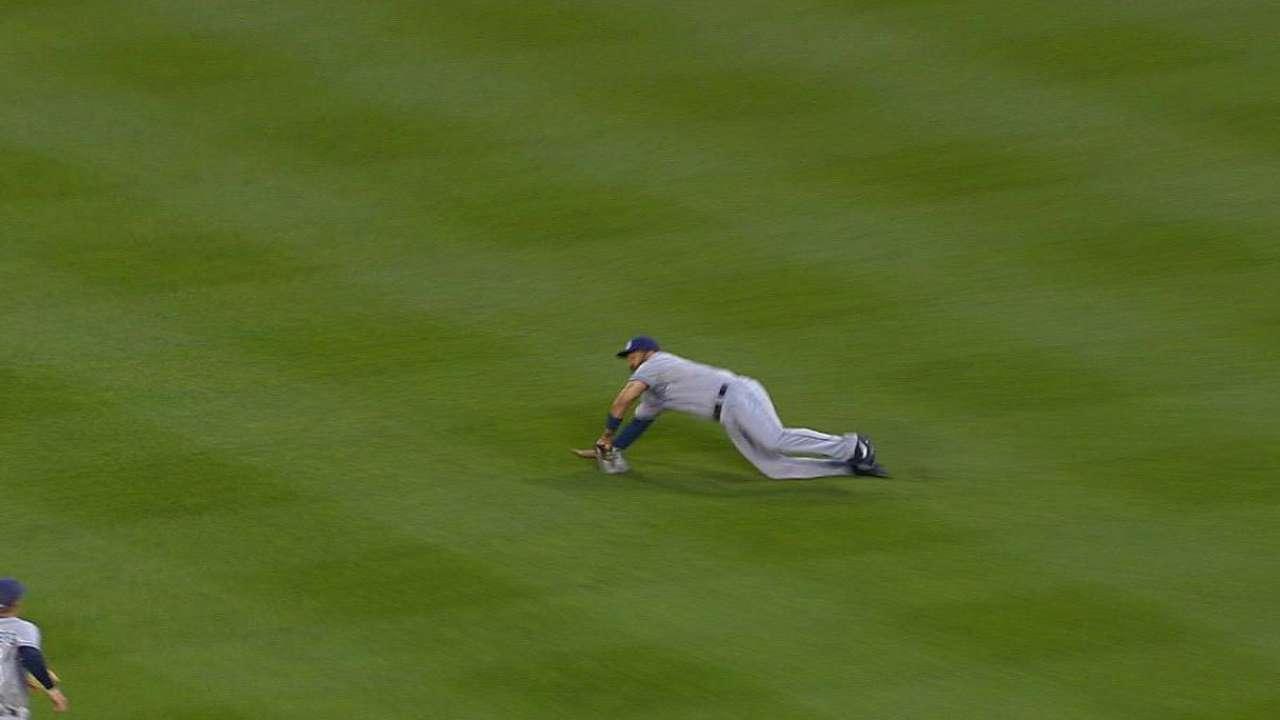 Kemp's impressive diving catch