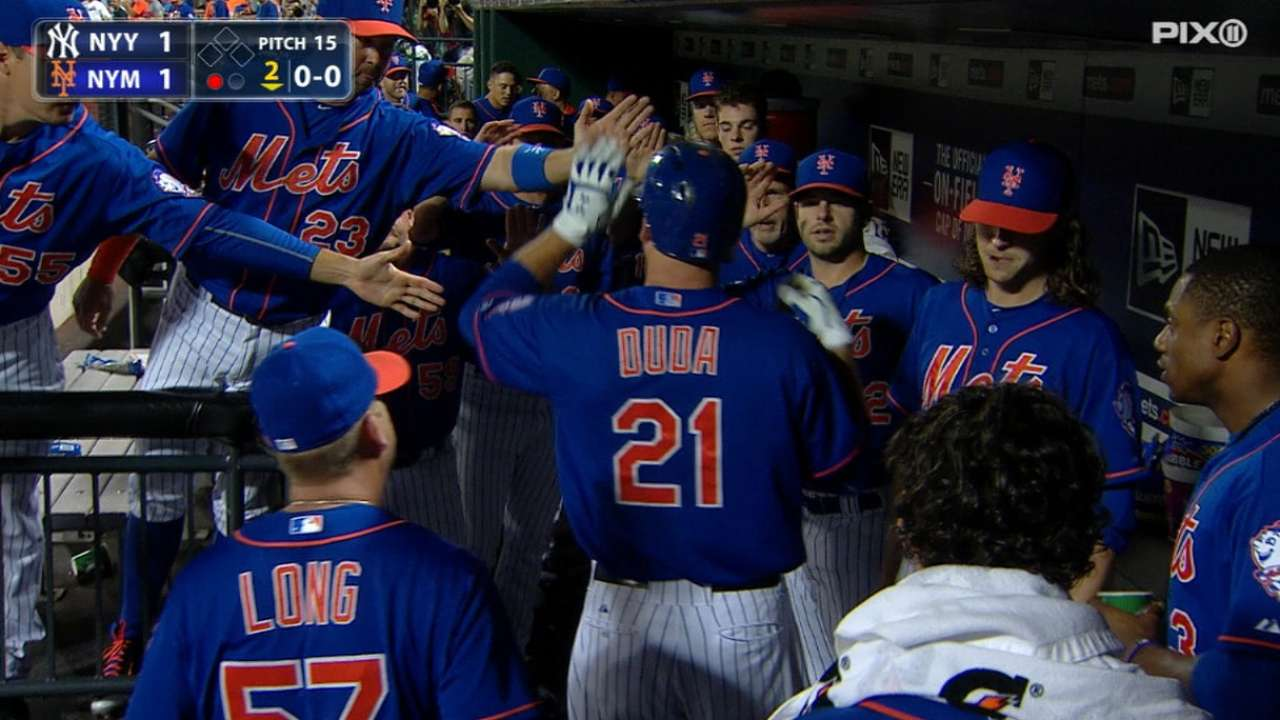 Mets soak in atmosphere, deliver KO with HRs