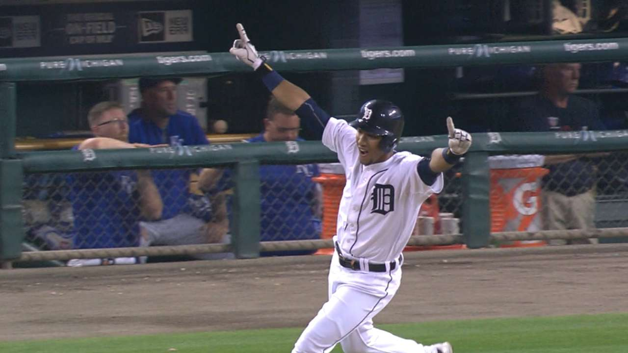 Machado's clutch hit lifts Tigers over Royals in 12th