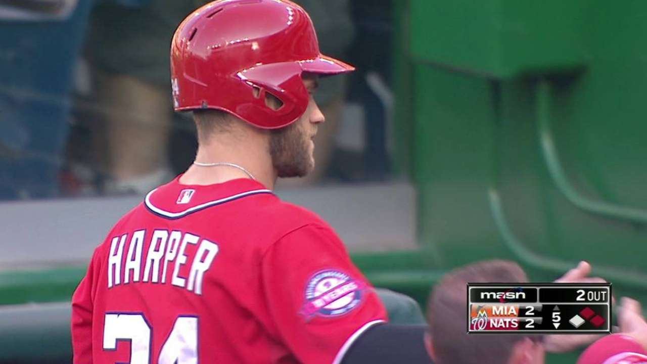 Harper changes gloves, ties game