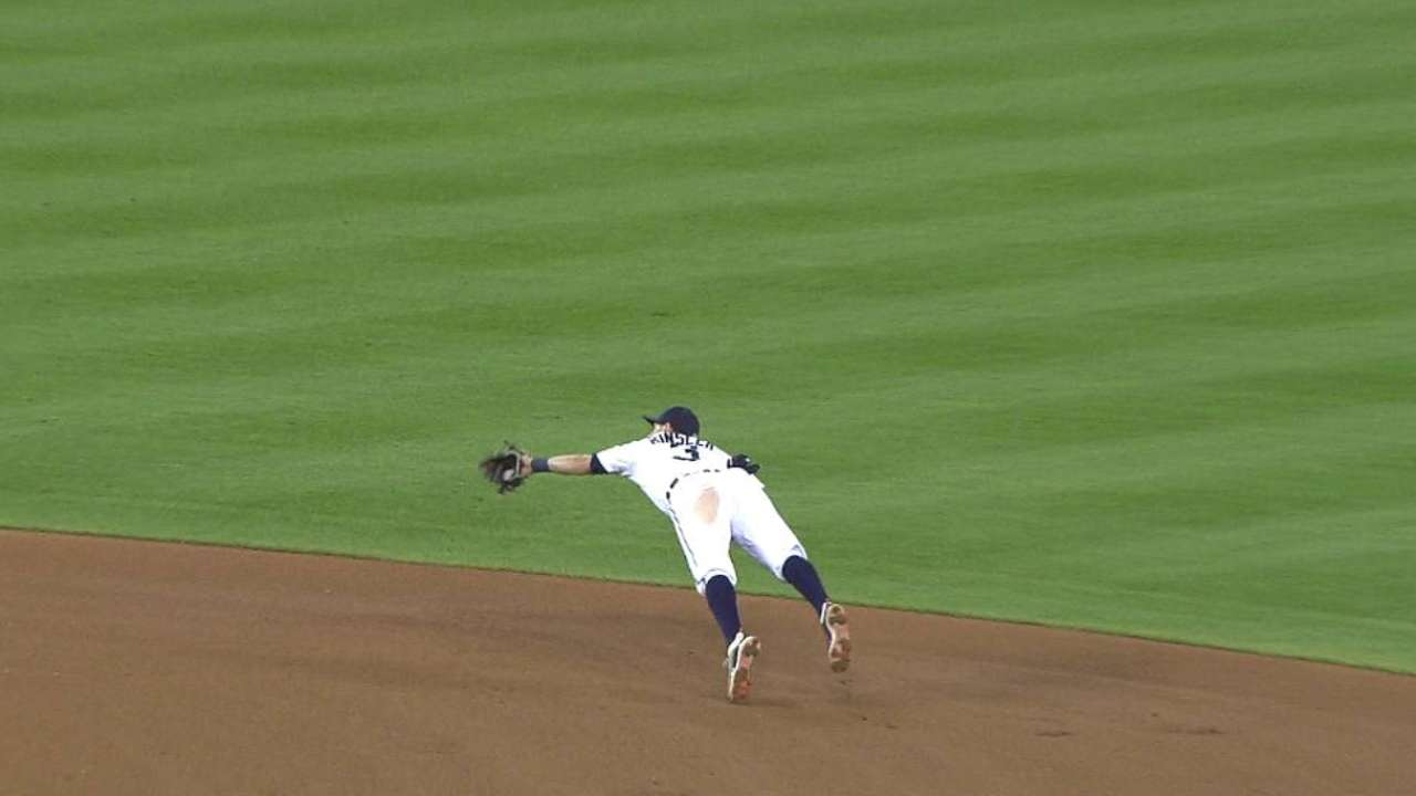 Kinsler, Martinez among Gold Glove finalists