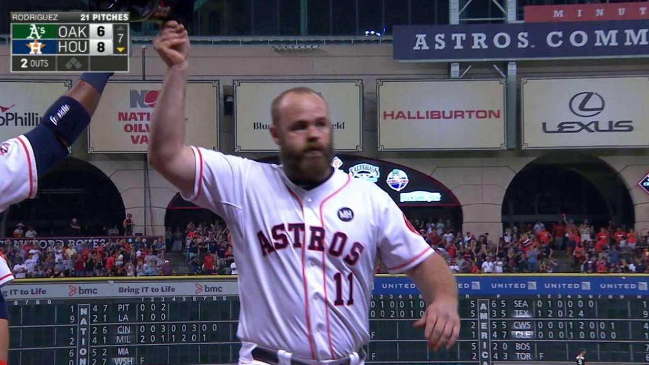 HR de Gattis regresa a los Astros a la senda triunfal