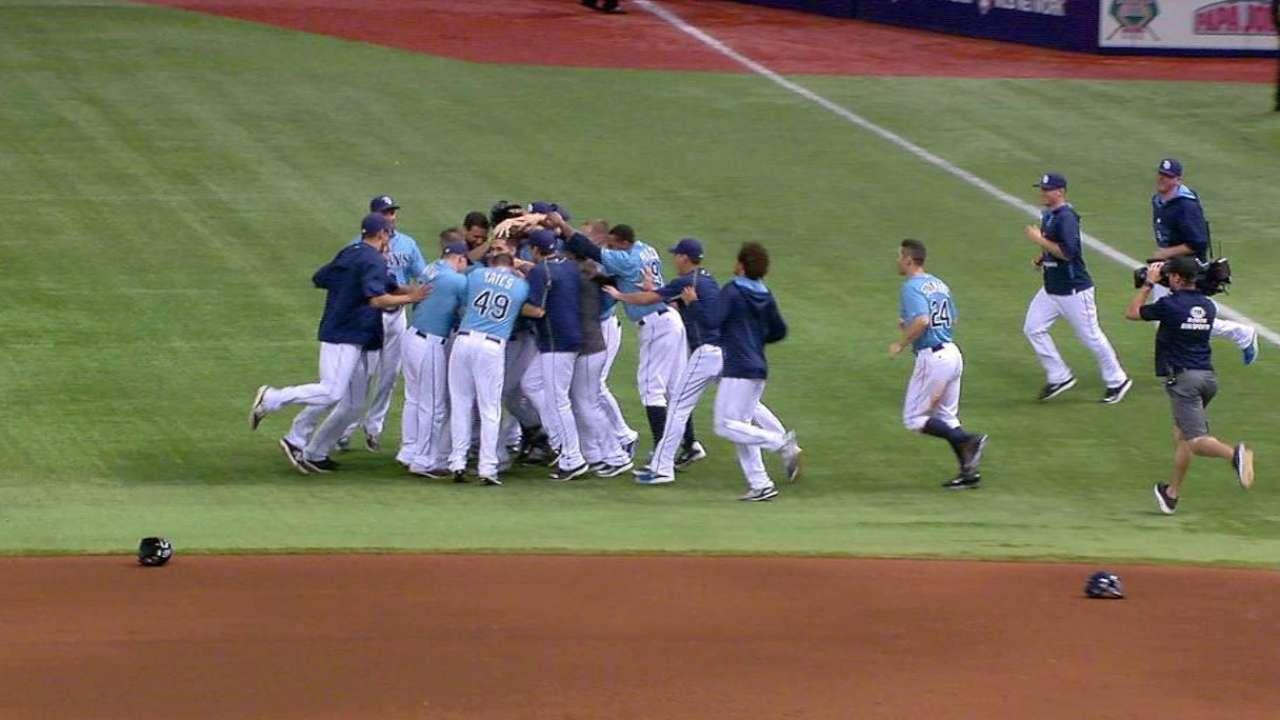 Rays reaccionaron para dejar tendidos a Orioles