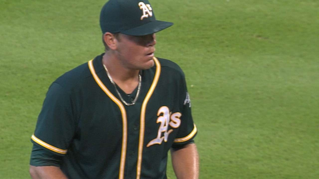 Cubs deal Coghlan to A's for righty Brooks