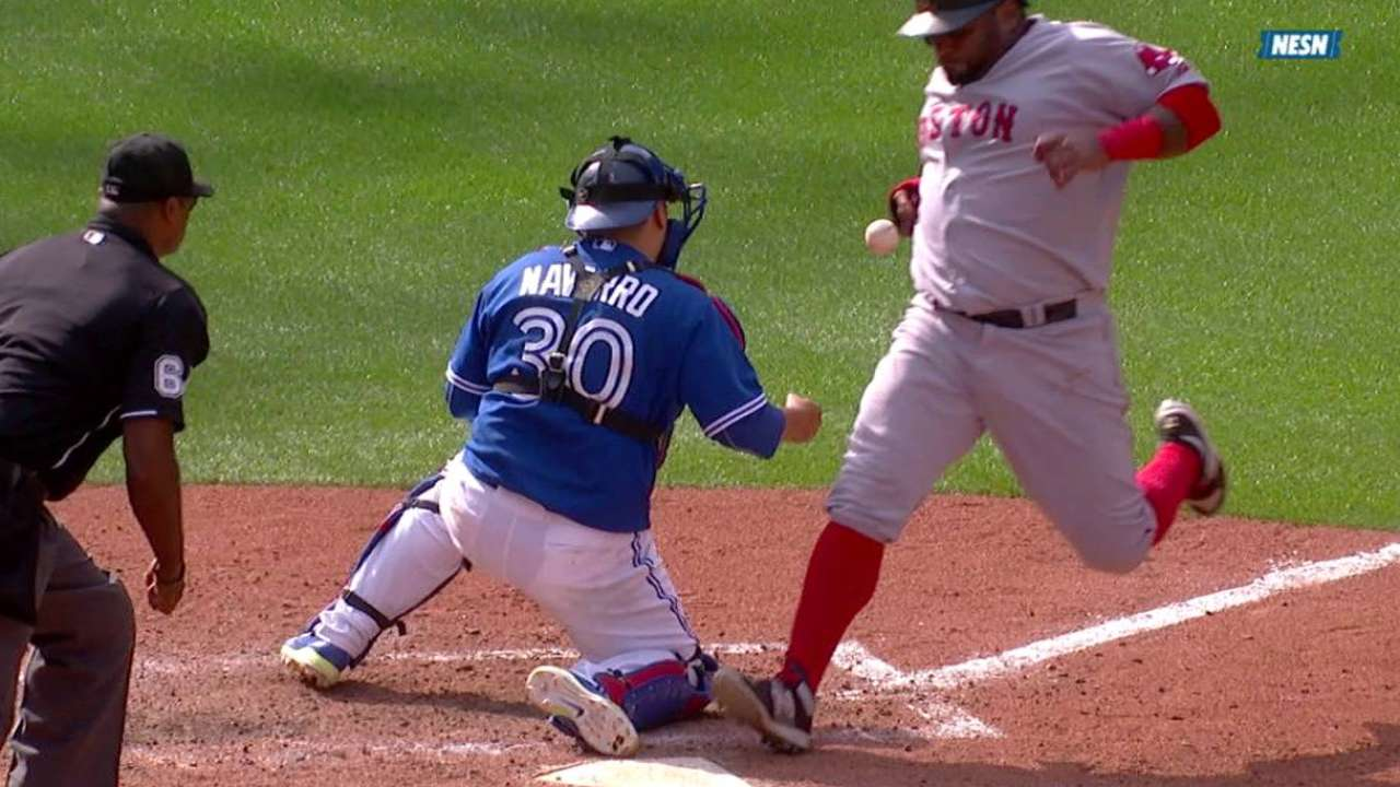 Blue Jays' lead at 2 1/2 with loss to Red Sox