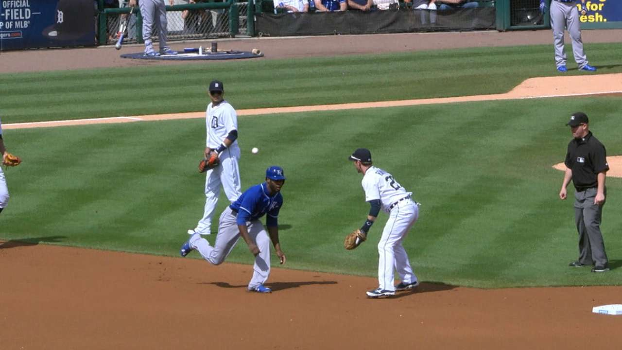 Tigers' lucky bounce tops MLB's GIFs of Day