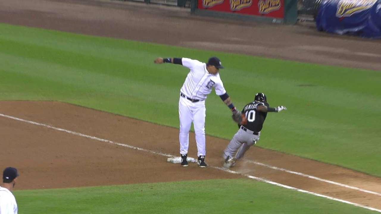 Castellanos throws out Ramirez