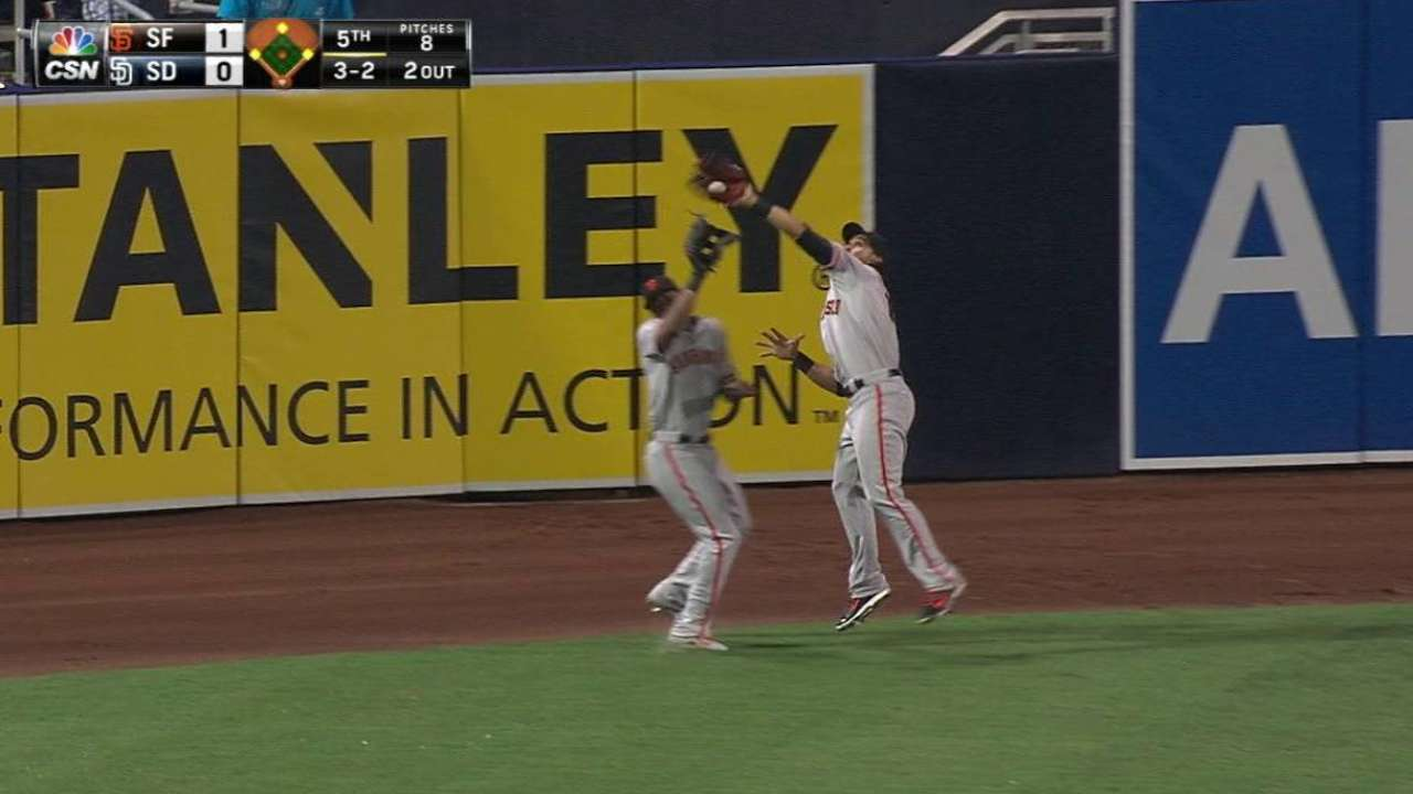 Kontos gets Giants out of jam