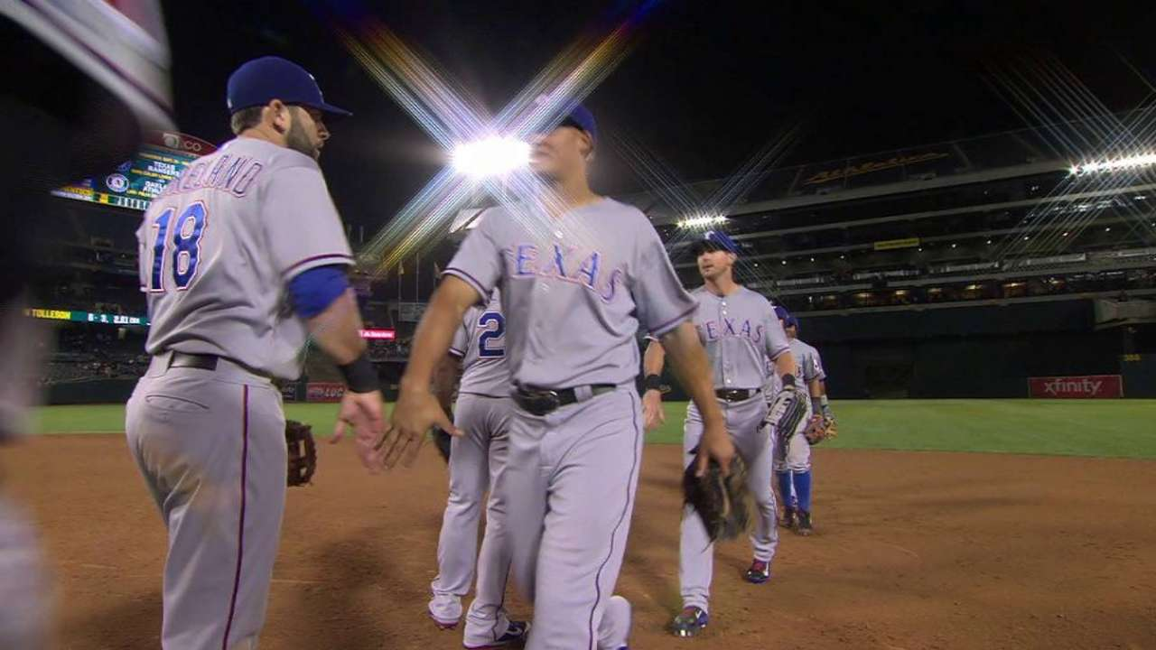 Tolleson earns Rangers Pitcher of the Year award