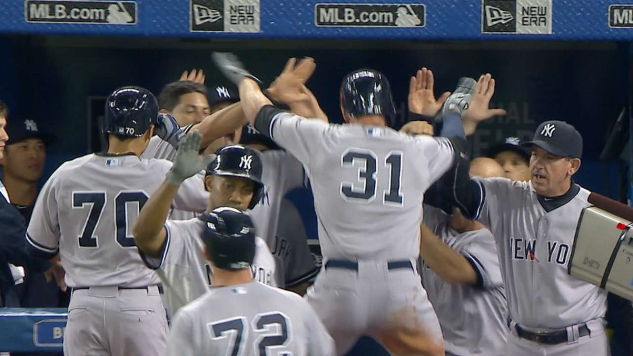 Yanks topple Jays; Bucs, Cubs closing in