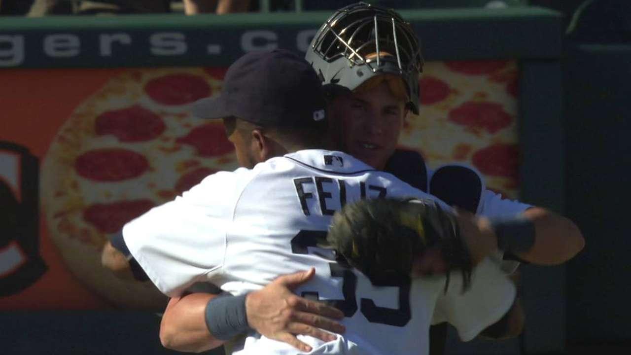 Feliz earns the save