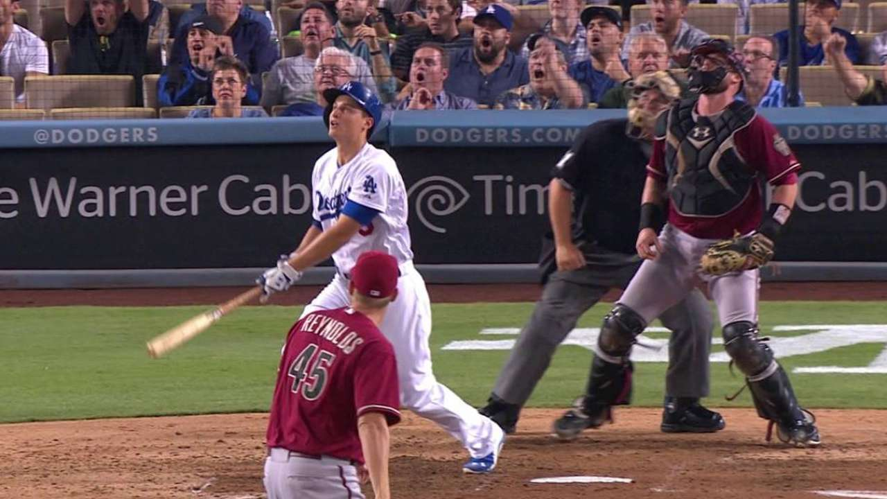 Seager's two-run homer