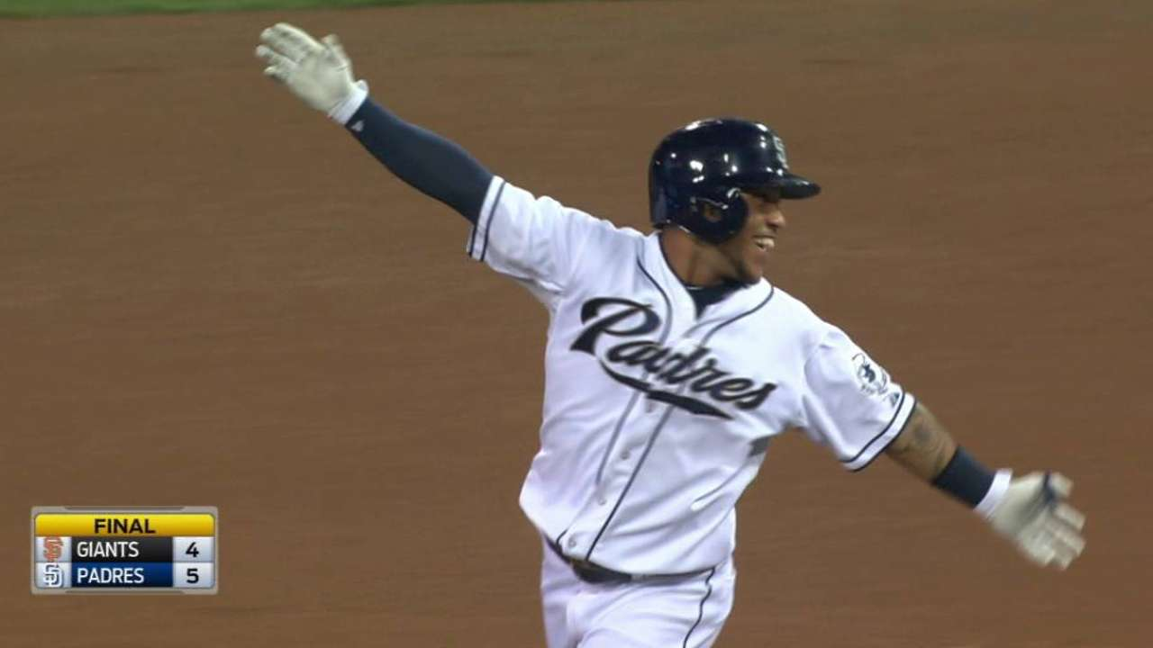 Padres stun Giants with 2nd straight walk-off