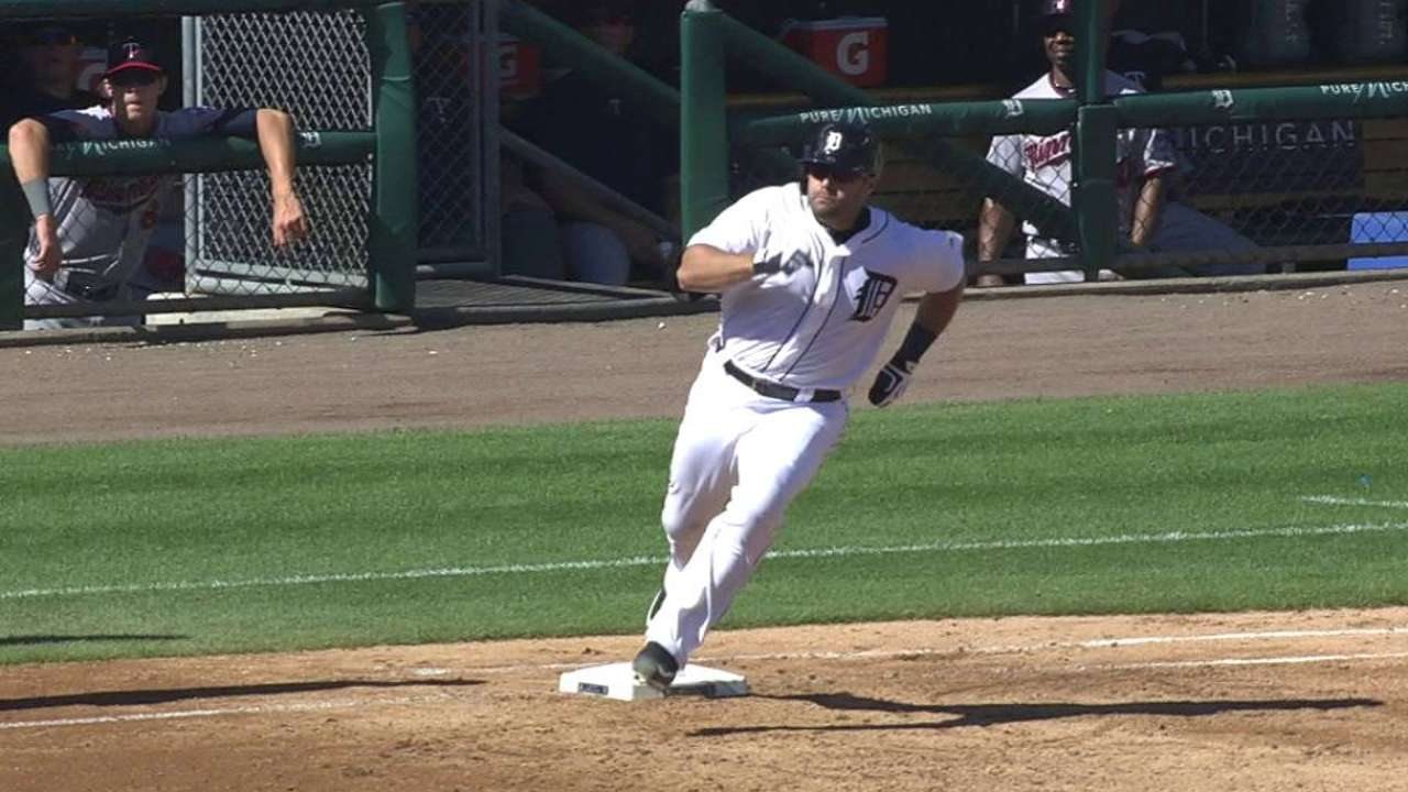 White Sox sign catcher Avila to one-year deal