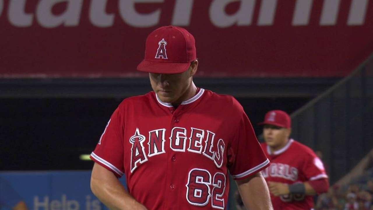 Nationals add reliever Gott, deal Escobar to Angels