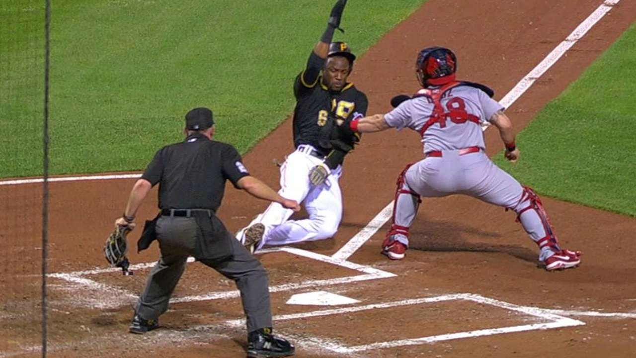Heyward throws out Marte for DP