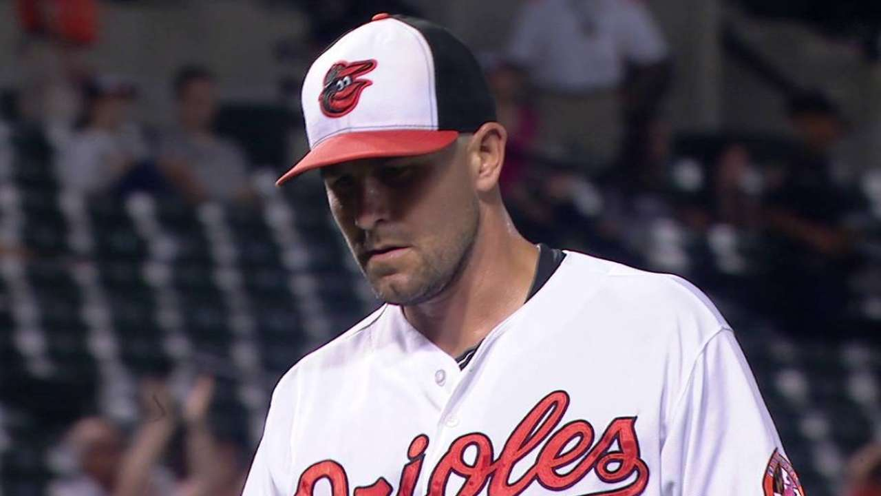 O'Day officially back with O's, inks 4-year deal