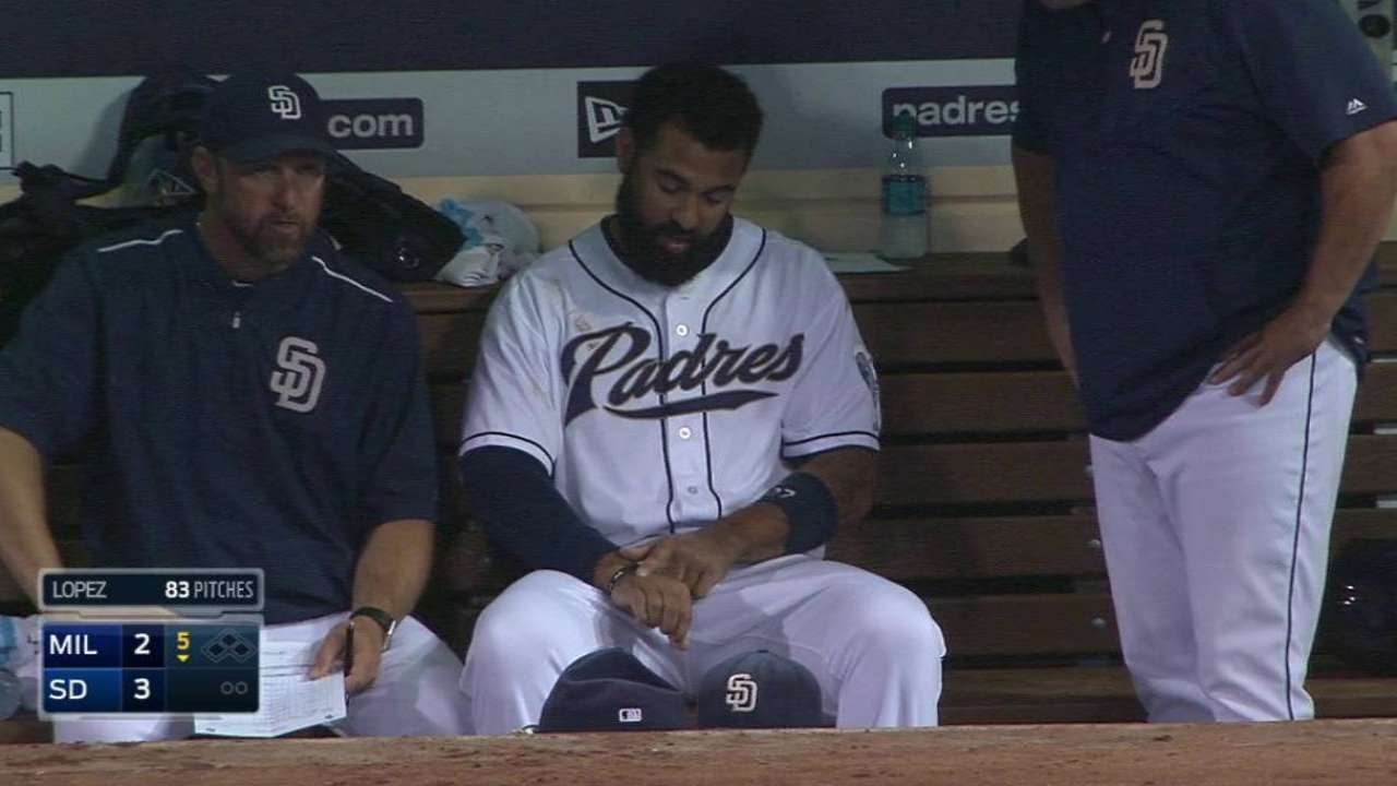 Kemp to have injured right hand evaluated