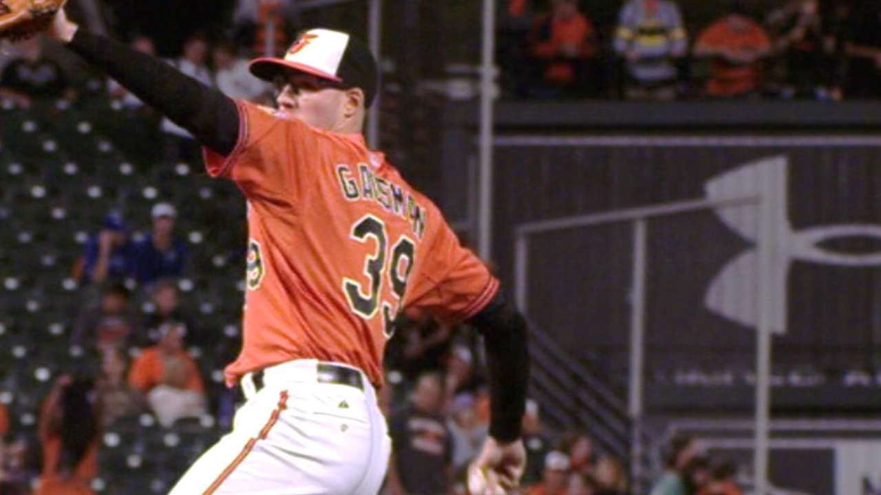 Gausman strikes out 10 in win