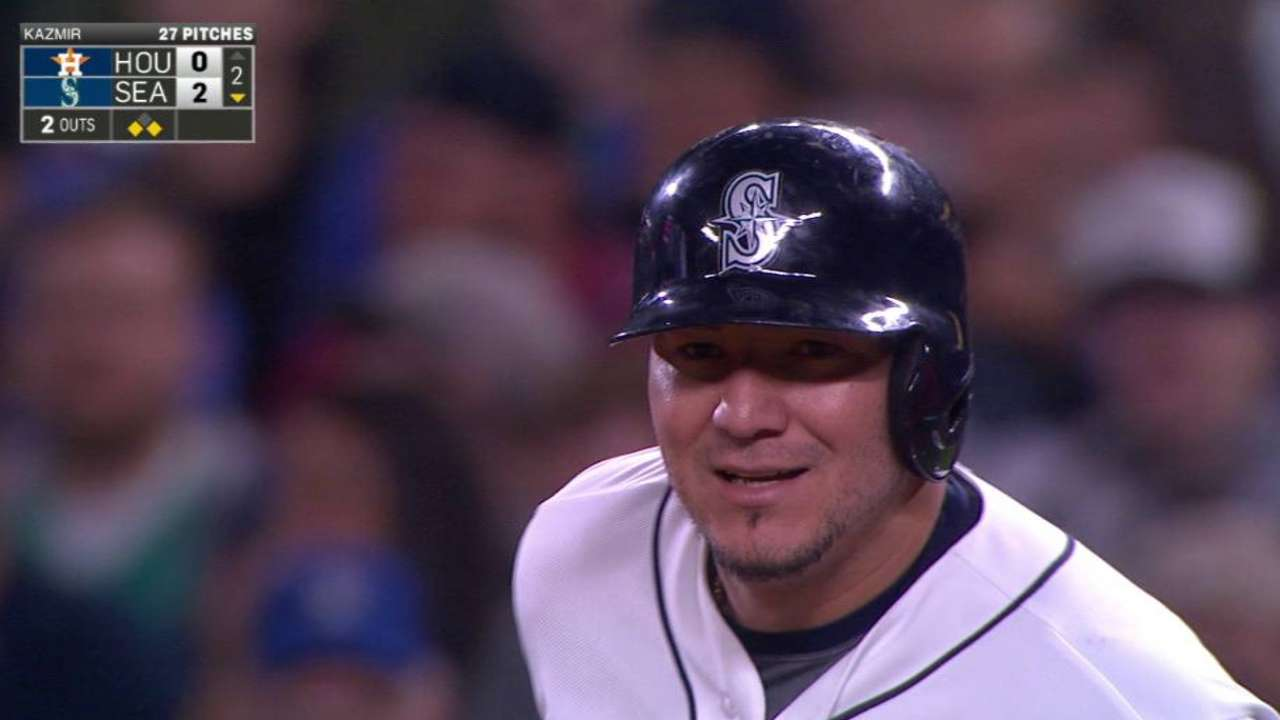 Sucre sprays 3 hits in career night at plate