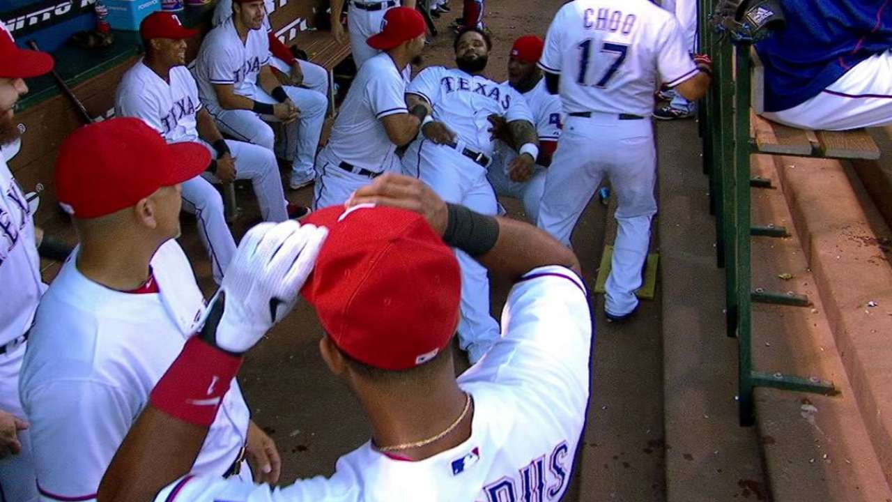 Andrus has some fun in dugout