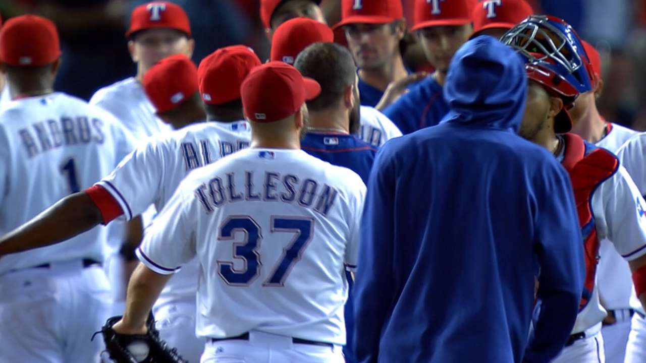 Rangers avoid arbitration with closer Tolleson