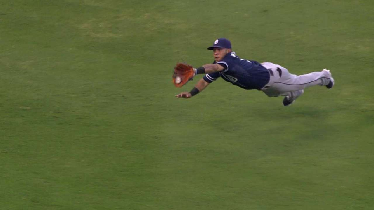 Amarista's beautiful diving grab