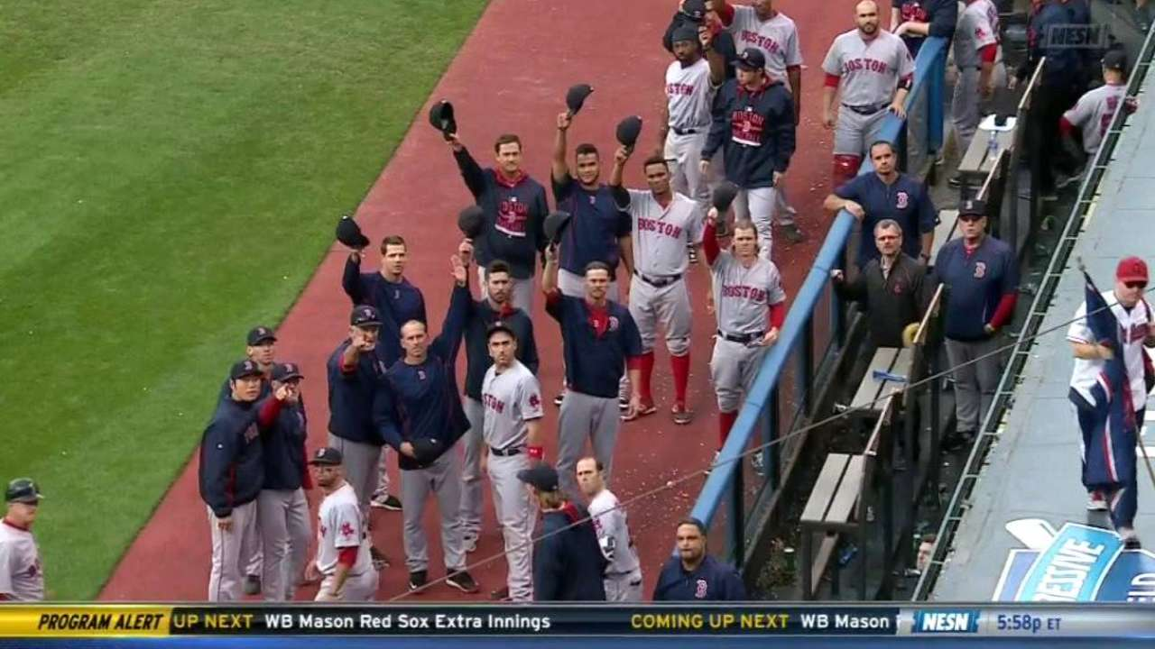 Red Sox tip their caps to announcer Orsillo