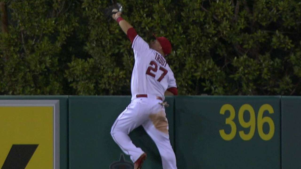 Trout's fantastic catch at wall