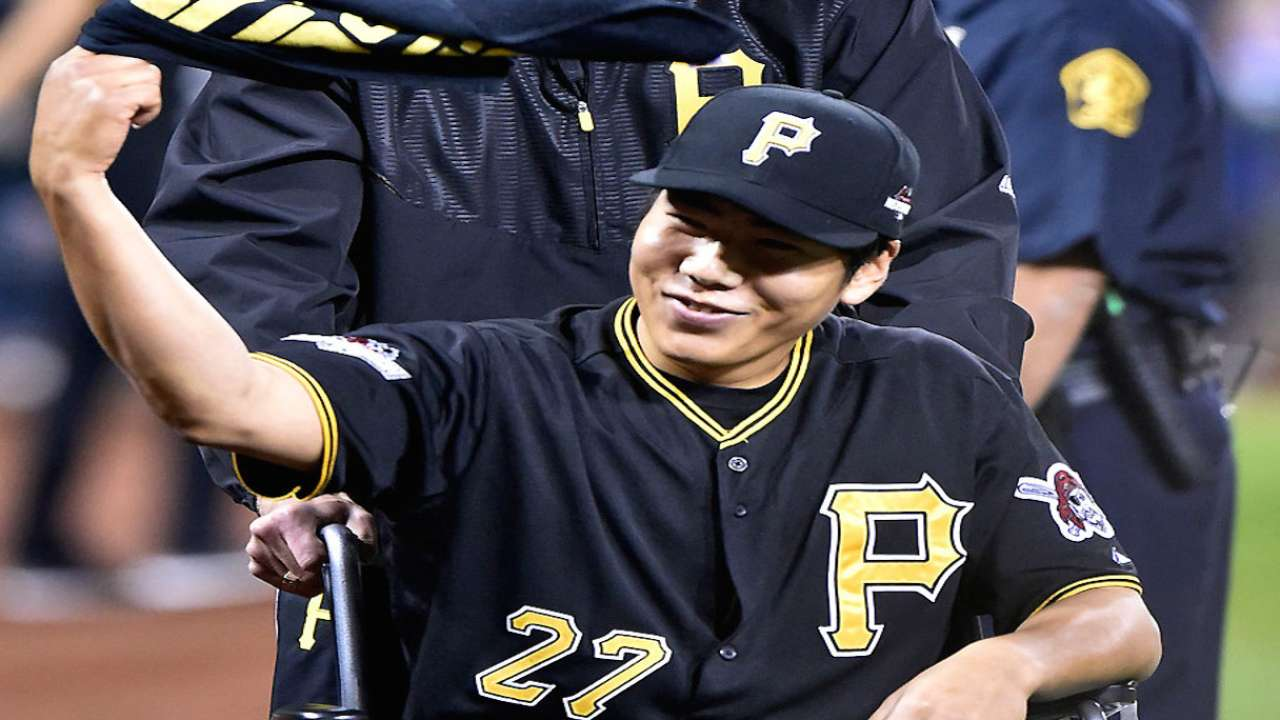 Kang receives huge ovation from Bucs faithful