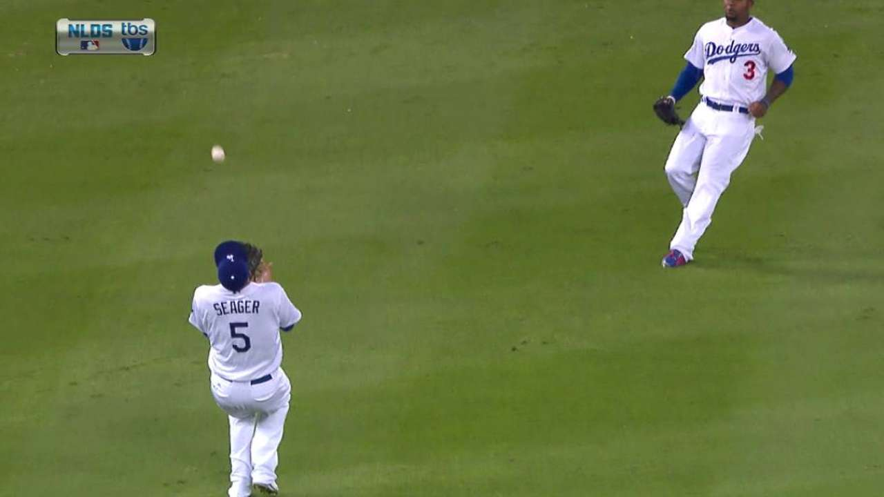 Seager dazzles with over-the-shoulder grab