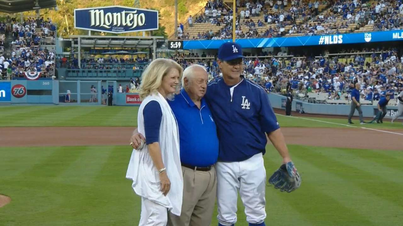 Lasorda throws Game 2 ceremonial first pitch