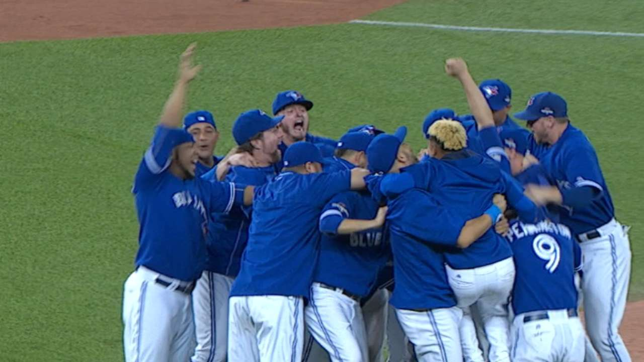 Blue Jays roll by Rangers