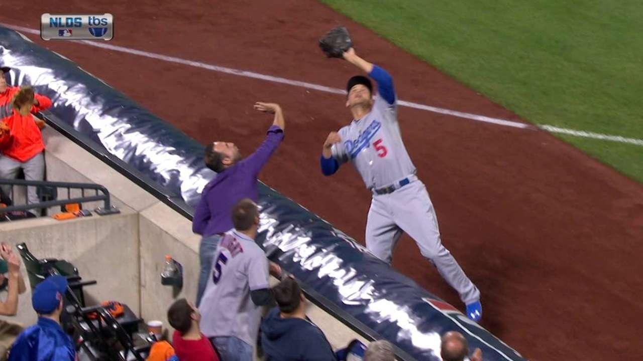 Seager hits tarp, hangs on