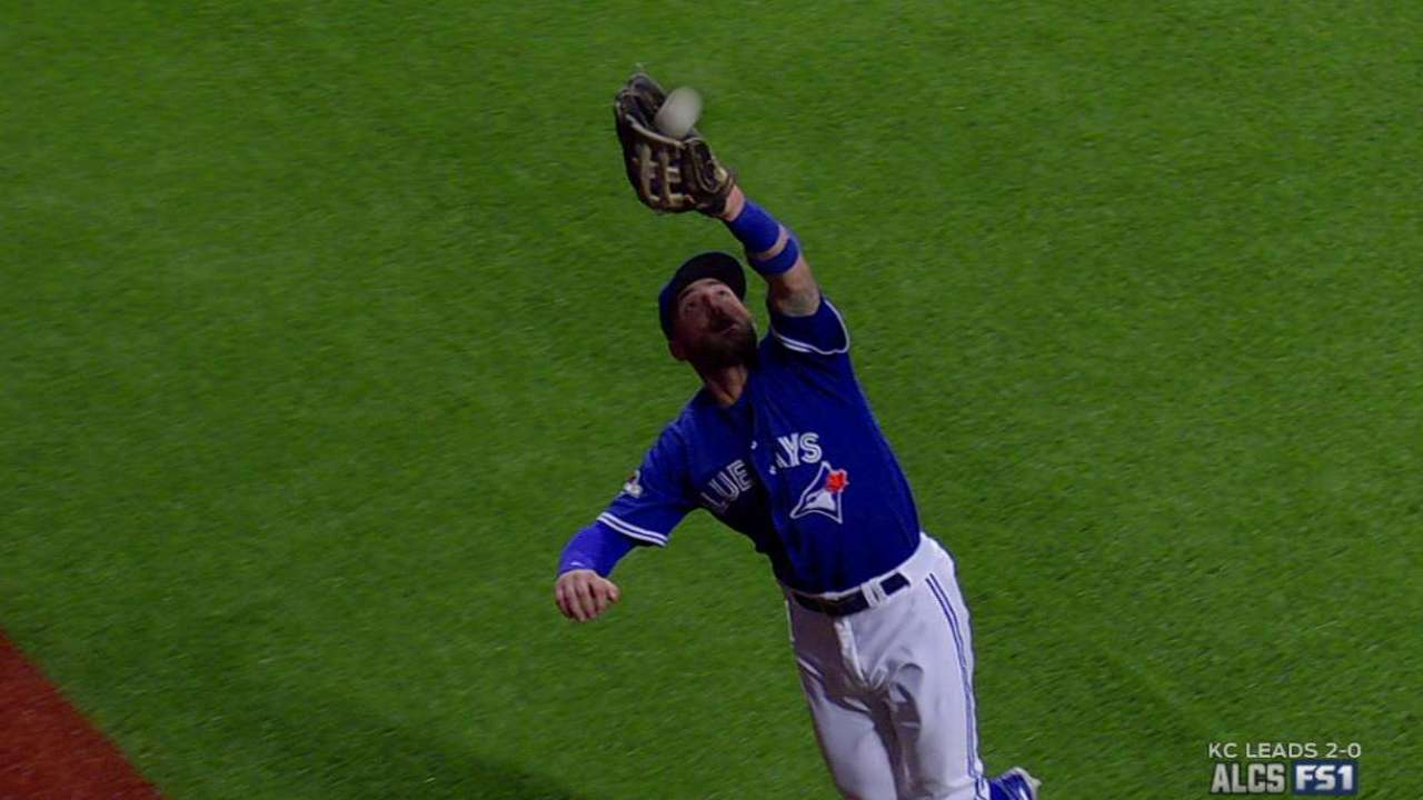 Pillar prevents big inning with leaping catch