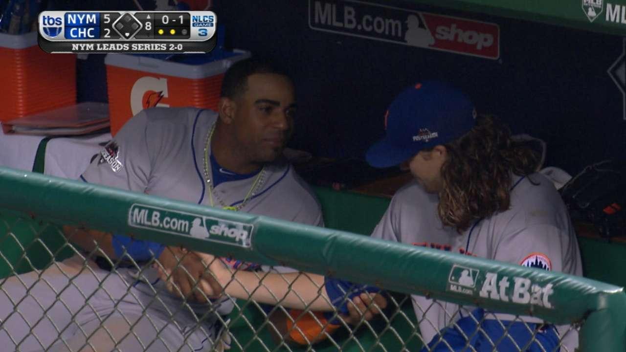 Cespedes gives deGrom a massage