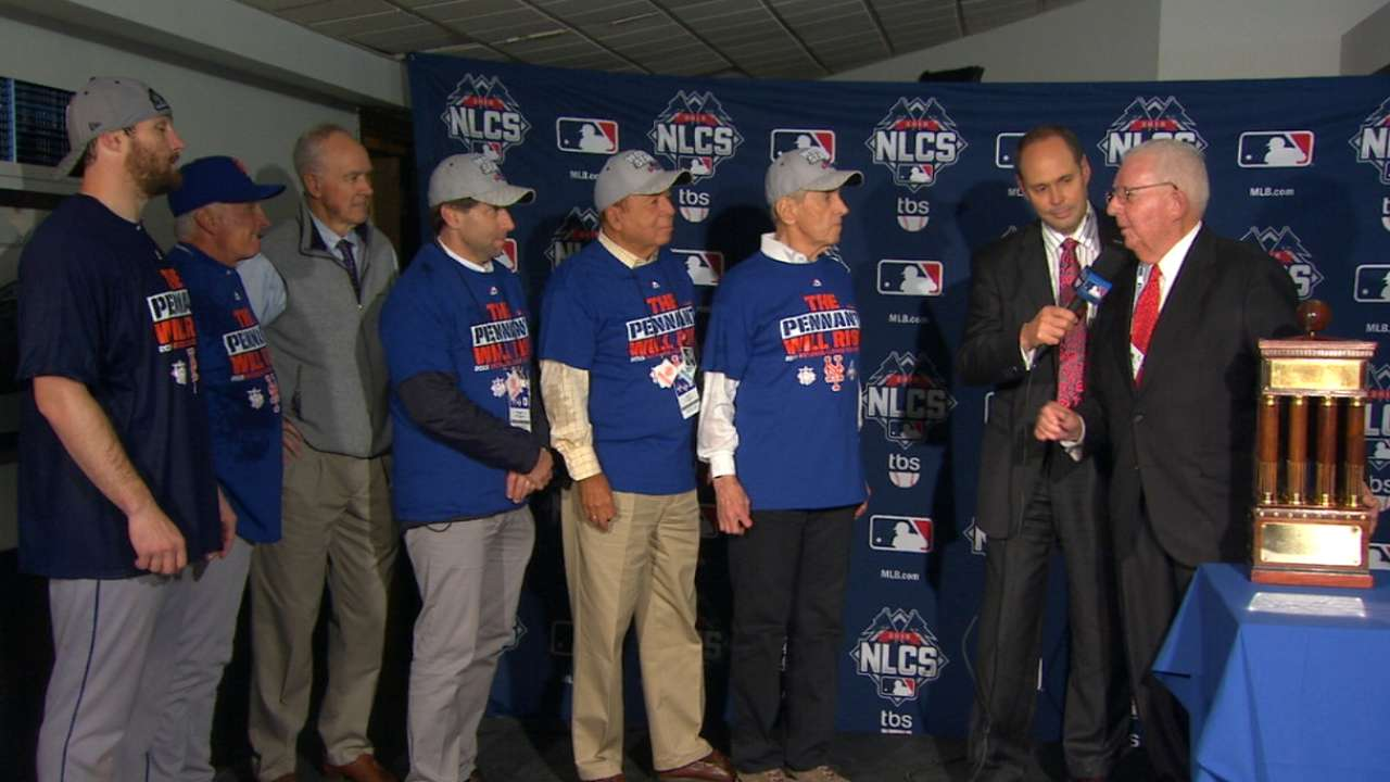 Mets accept NL champions trophy