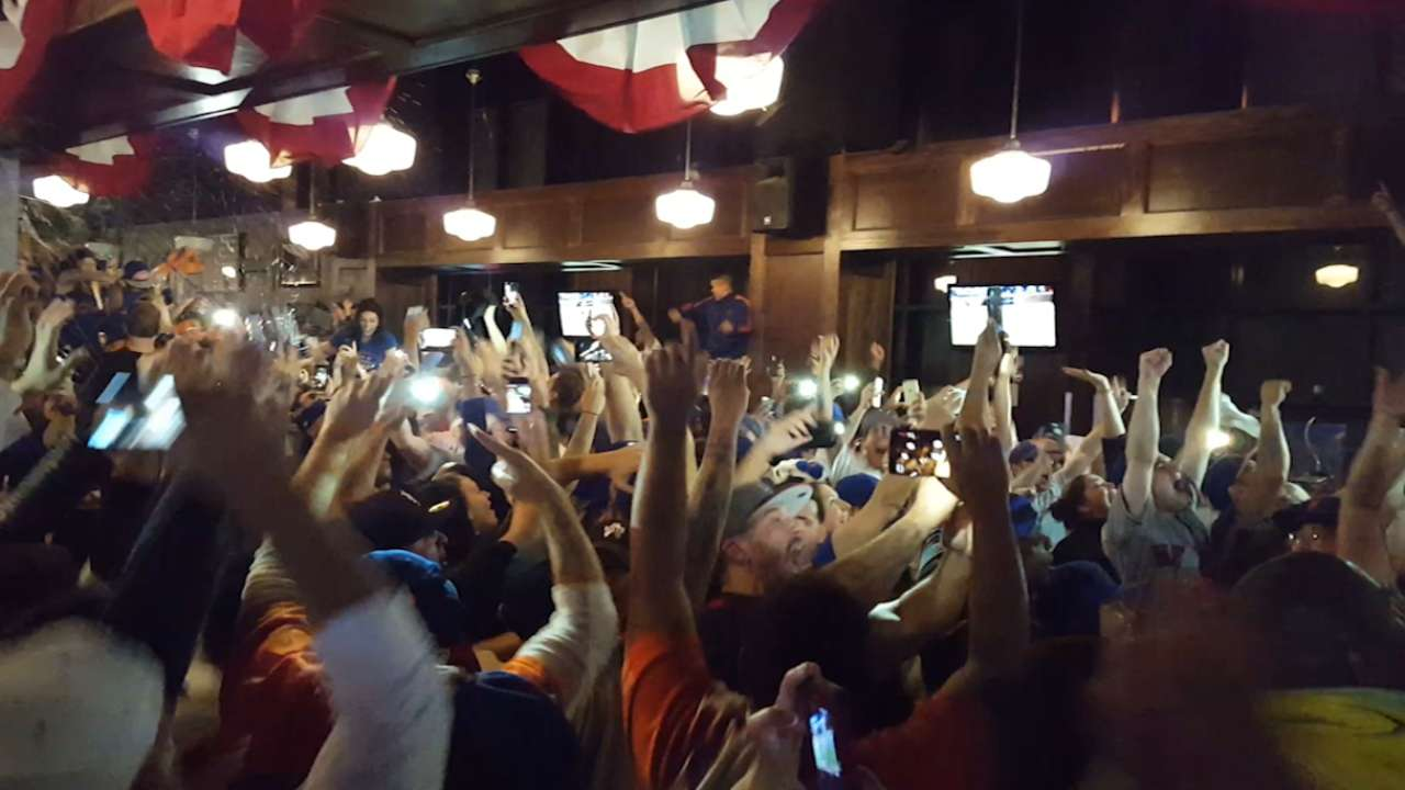 Queens erupts with joy after Mets clinch