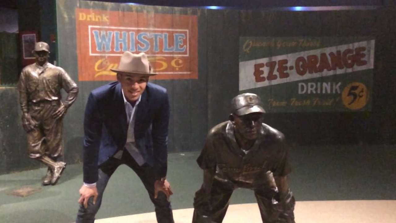 Correa enjoys Negro Leagues history lesson