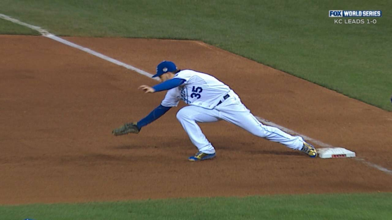 Royals forgo review, give up run in 4th