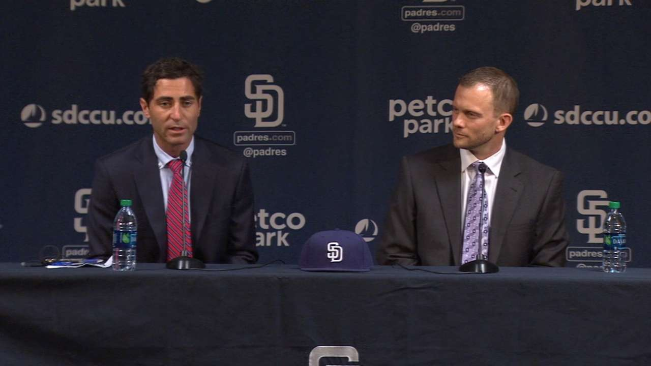 Padres name Andy Green manager