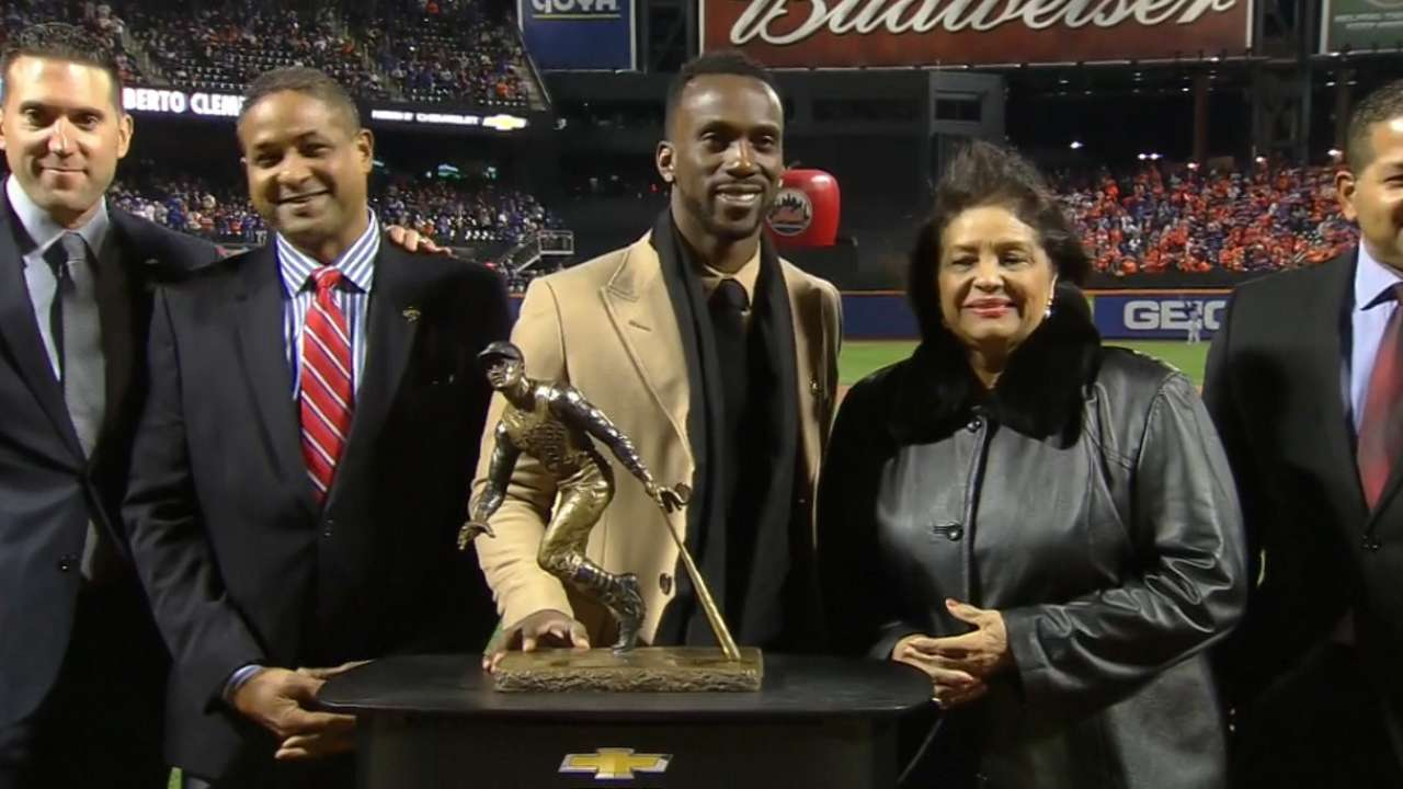 McCutchen wins Clemente Award